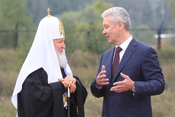 Собянин принял участие в освящении отреставрированного храма Преображения